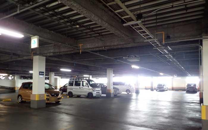 待ち合わせの駐車場